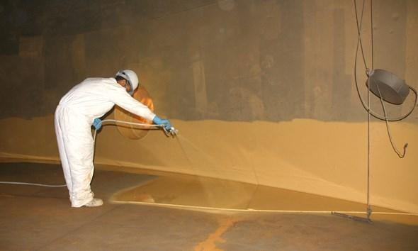 CommTank technician applies epoxy coating to AST