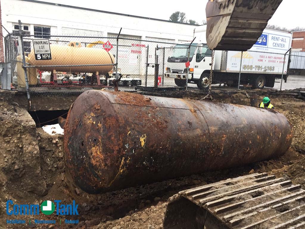 img_5ba2e0fab2735_Leaking-Underground-Steel-Tank